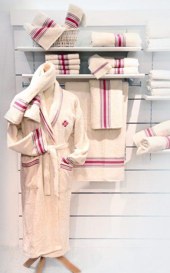 peignoir de bain - linge de maison Basque - Maison dussau - Saint jean de Luz - rouge
